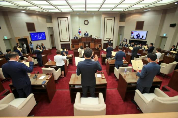 제8대 의원 선서.JPG