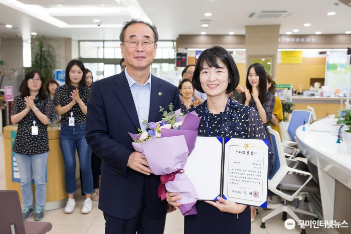 [민원봉사과]2019년 3분기 스마일왕 선정!2(사진추가)(윤유란).jpg
