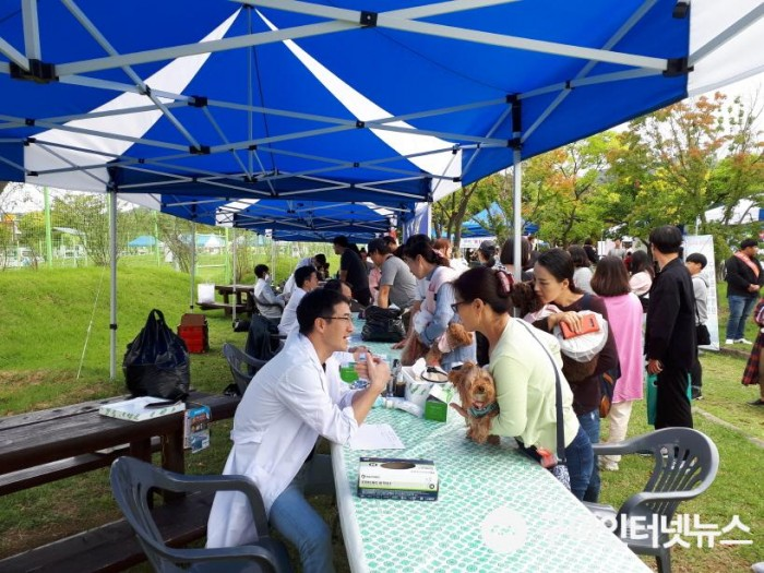 [축산과]제3회「구미시 반려동물 문화축제」성황리 개최!6(무료진료).jpg
