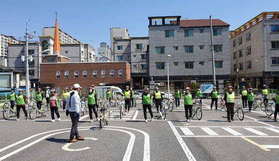 사본 -[교통정책과]행복은 두 바퀴를 타고, 2019년 구미시 자전거교실 성료!3(주부 자전거교실 야외 수업).jpg