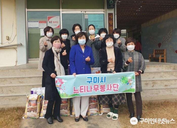 [복지정책과]느티나무봉사단, 사랑의 쉼터 위문품 전달2.JPG