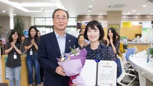 구미시 3/4분기 Smile왕 민원봉사과 윤유란 주무관 선정